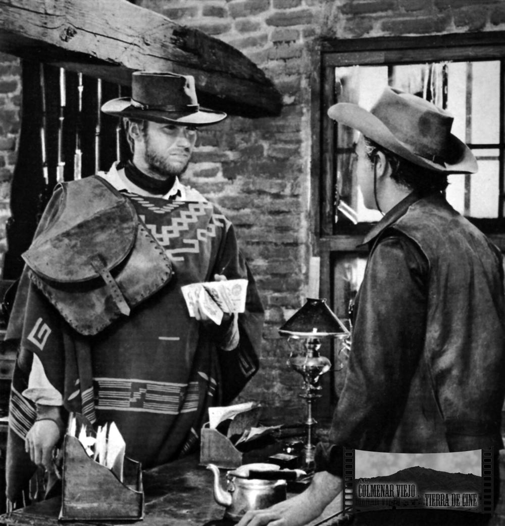Clint Eastwood en la oficina del Sheriff del decorado city del oeste de la Dehesa de Navalvilar de Colmenar Viejo en La muerte tenía un precio