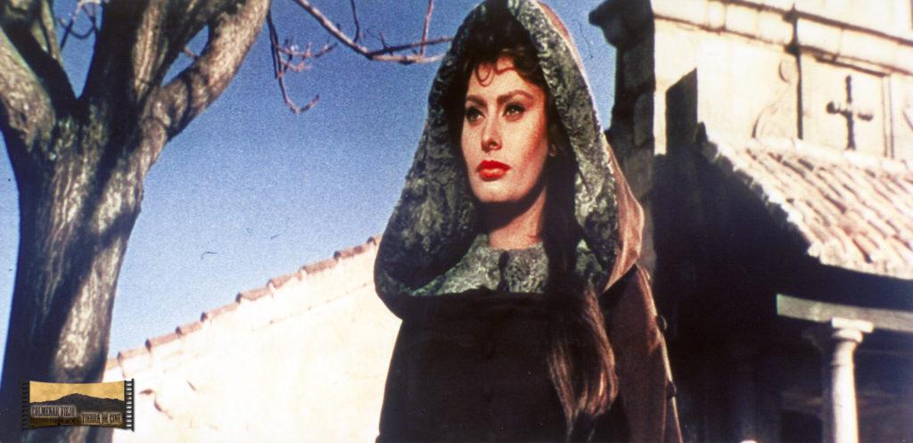 Sophia Loren junto a la Ermita de Nuestra Señora de los Remedios en El Cid.